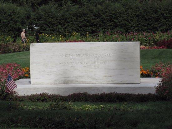Hyde Park, NY: The headstone