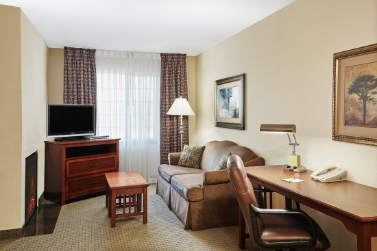 Franklin, WI: Two Bedroom Suite 1 King Bed 2 Queen Beds