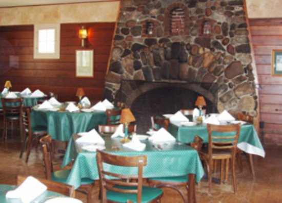 Pellston, MI: Gracious dining by the fireplace