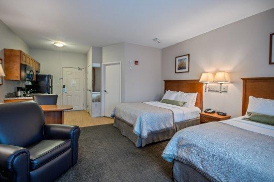 Perrysburg, OH: Queen Bed Guest Room