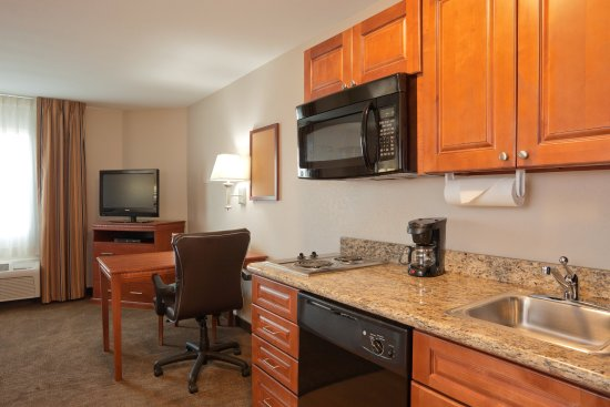 Perrysburg, OH: Room Feature IN-SUITE KITCHEN