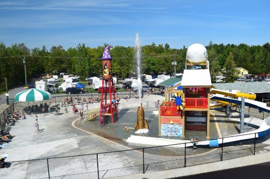 Woodstock, Canada: Water Wizard Waterzone - Multi-level Sprayground
