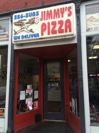 Westfield, NY: Good pizza and deli sandwiches right on Main Street