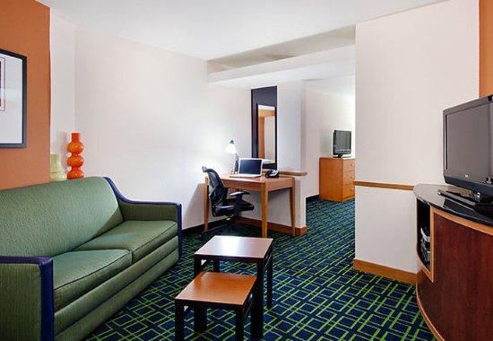 Conway, AR: Queen/Queen Suite Living Area