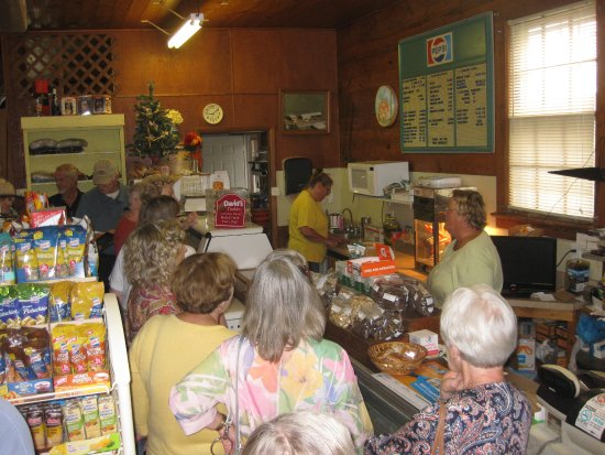 Smithfield, Βιρτζίνια: DeeDee tells about the Darden County Store