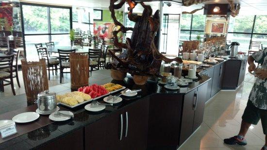 Amazon Jungle Palace: not very good breakfast spread