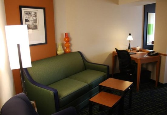 Morgantown, Virginia Occidental: King Suite Sitting Area