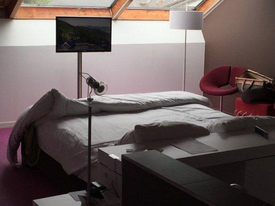 Tongeren, België: mooie kamer maar vuile vloerbedekking. Geen koffie caps