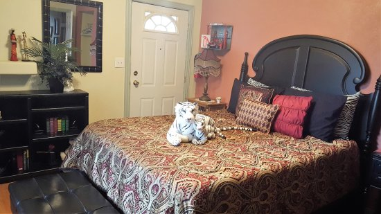 Grand Junction Bed and Breakfast: Ebony Bed
