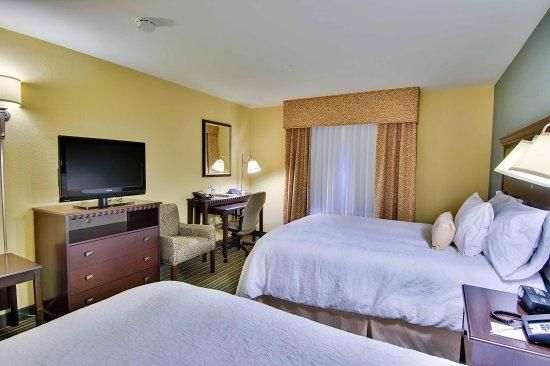 West Sacramento, CA: 2 Queen Bed Guestroom
