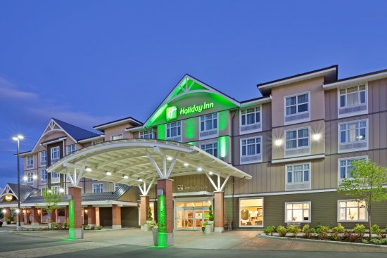 Holiday Inn & Suites Hotel Surrey BC Night View