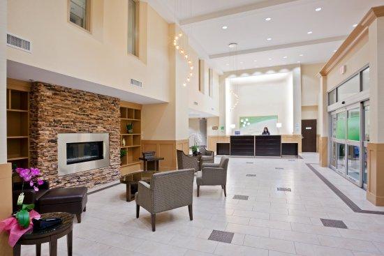 Surrey, كندا: Hotel Lobby Surrey Hotel BC