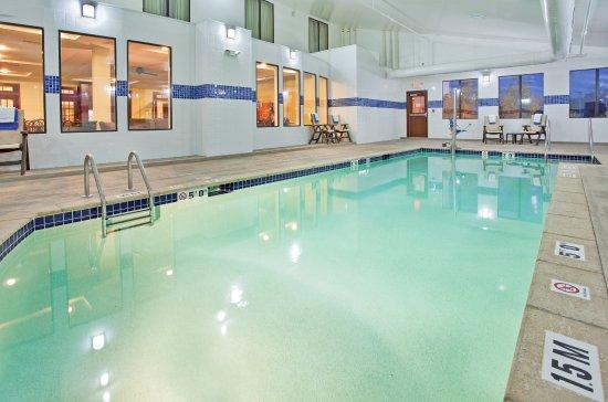 Saint Charles, MO: Swimming Pool