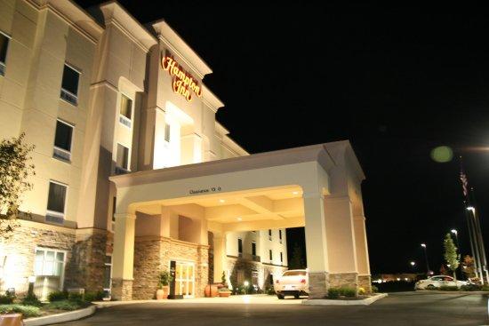 Matamoras, PA: Hotel at Night