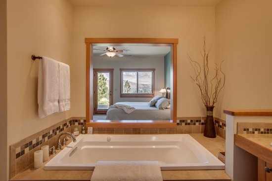 Cashmere, WA: Bosc Suite Bath