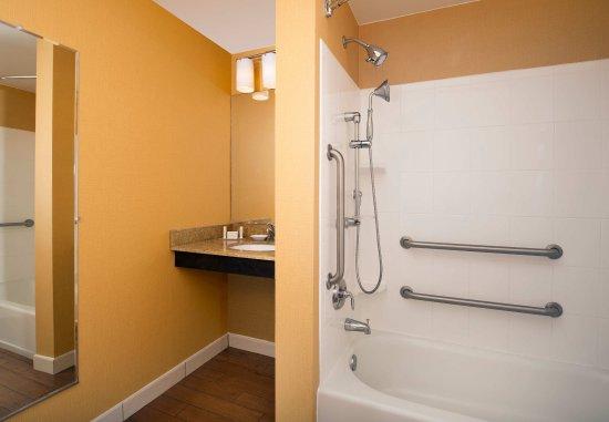 Lexington Park, MD: Accessible Bathtub