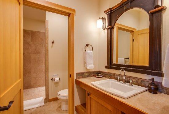 Cashmere, WA: Comice Suite Bath