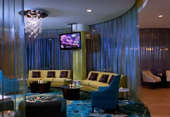 SpringHill Suites Orlando at SeaWorldR: Lobby Seating Area