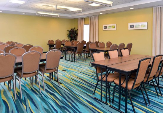 Fairfax, VA: Meeting Space Banquet Staging
