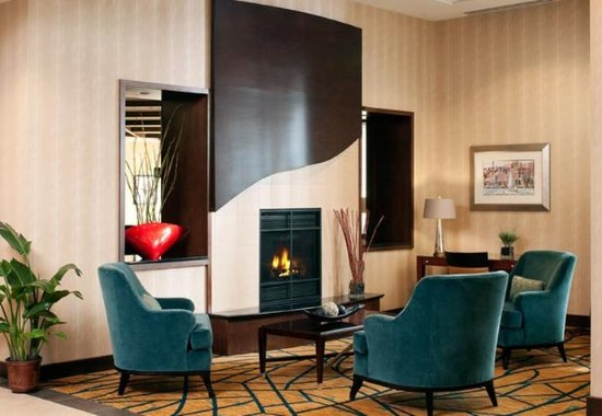 Residence Inn Portland Downtown/Waterfront: Fireplace
