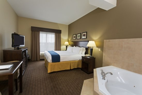Moultrie, جورجيا: Relaxing King Spa Suite