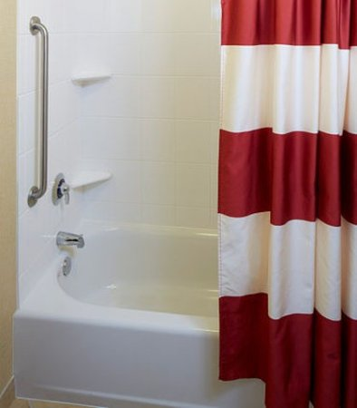 Lake Mary, FL: Suite Bathroom - Tub/Shower Combination