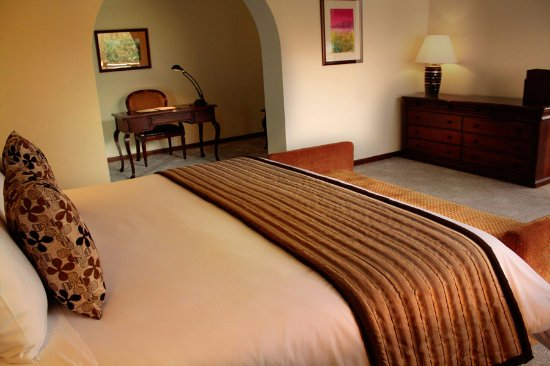 Hotel Sebastian: Junior Suite King:  cama king sizel, TV por cable, wifi, calentador, minibar.