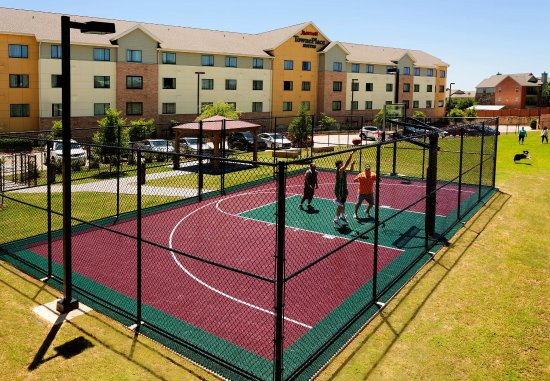 Lewisville, Τέξας: Sport Court and Dog Area