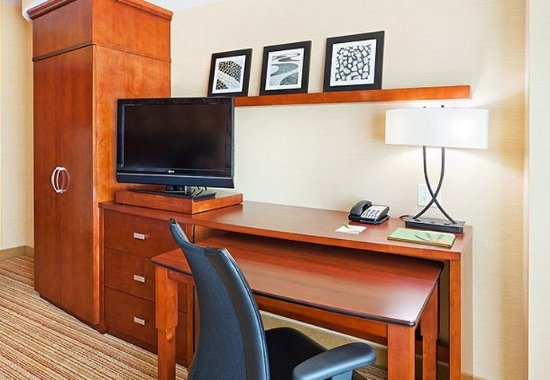 Allen, TX: Guest Room – Work Area