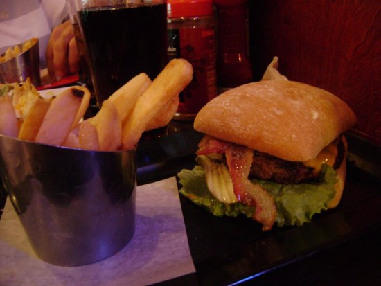 Red Robin Gourmet Burgers: Smoke&Pepper