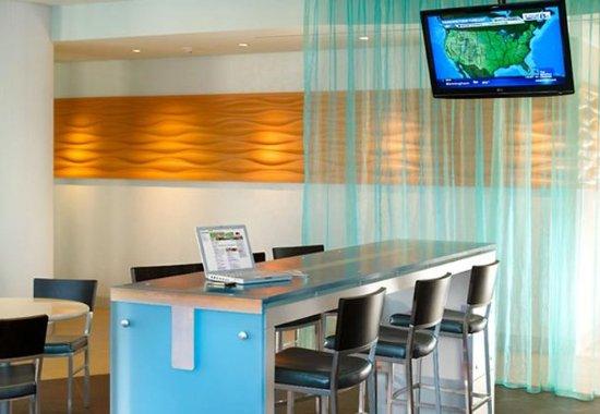 College Park, GA: Lobby Lounge & Breakfast Area