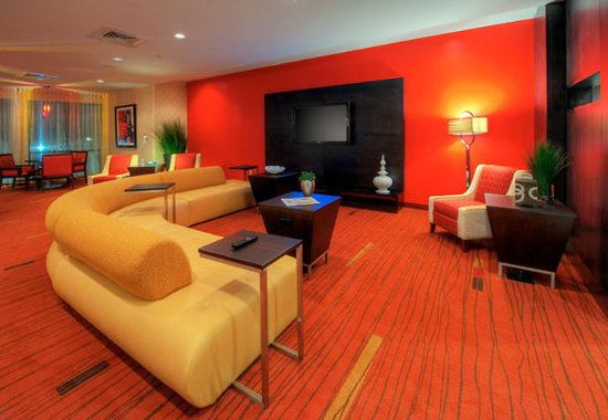 Johnson City, TN: Lobby Entertainment Area