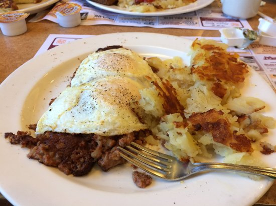Whippany, Nueva Jersey: Eggs & Corned Beef Hash & Home Fries