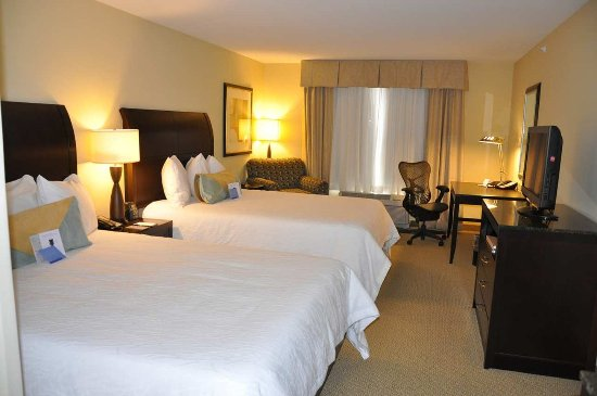 Hilton Garden Inn Fargo: Two Queen Evolution Room
