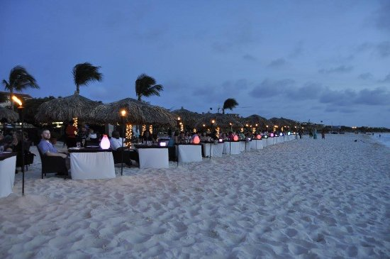 Passions on the Beach : wide angle of tables