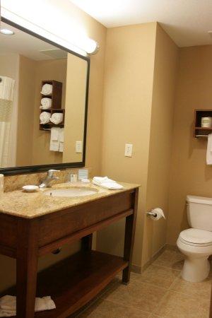 Folsom, CA: Bathroom Vanity