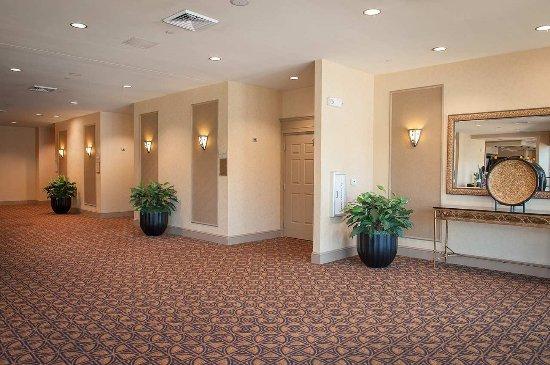 Hilton Garden Inn Pensacola Airport -Medical Center: Event Space Hallway