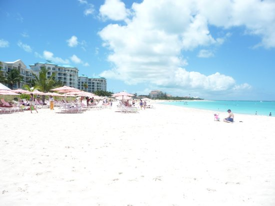 Ocean Club West: Beautiful Gfrace Bay beach in front of the resort