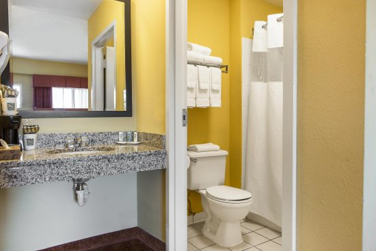 Calera, AL: Guest Room bathroom