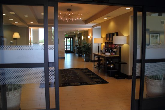 Manteca, CA: Hotel Entrance