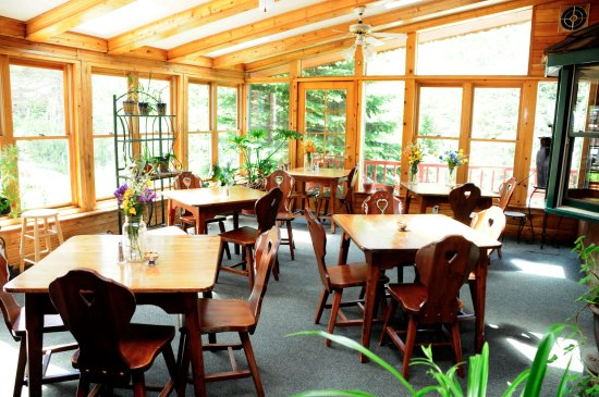 Peaceful Valley Resort and Conference Center: Sun Room Eating