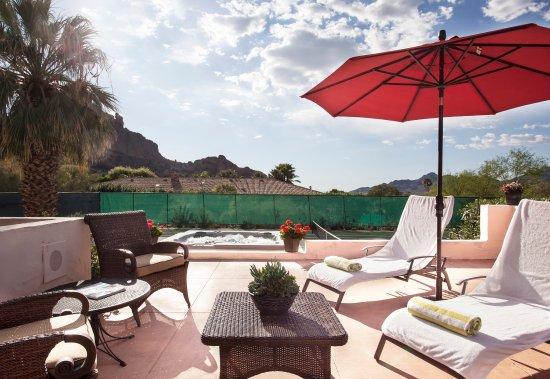 Sanctuary Camelback Mountain: Casa One Patio And Jacuzzi
