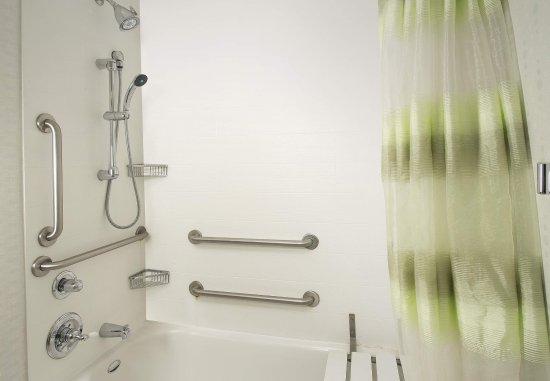 Woodbridge, Βιρτζίνια: Accessible Guest Bathroom