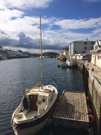 Nordland, Noruega: Недалеко от причала