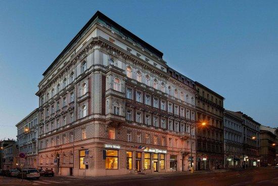 Hotel Suite Home Prague: Hotel Building