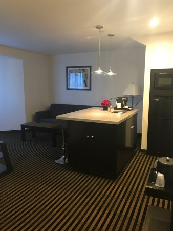 Holiday Inn Express Hotel & Suites Hollywood Hotel Walk of Fame : 2 Level Suite room 823