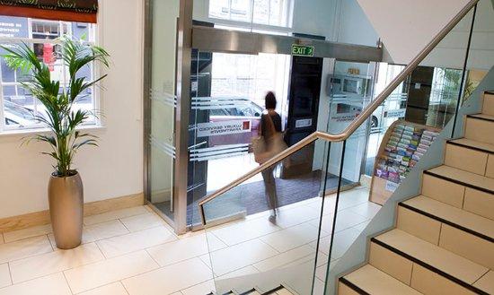 Fountain Court - Stewart Apartments: Stewart Apartments Lobby