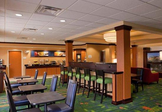 Fenton, MI: Breakfast Dining Area