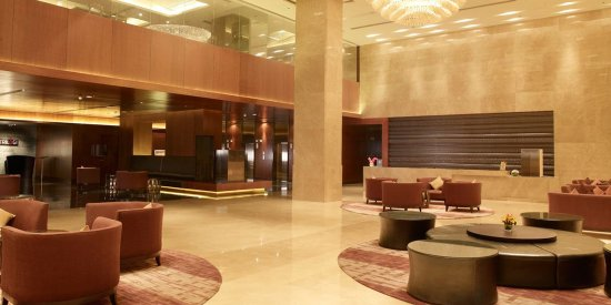 Maradu, India: Crowne Plaza Kochi Lobby