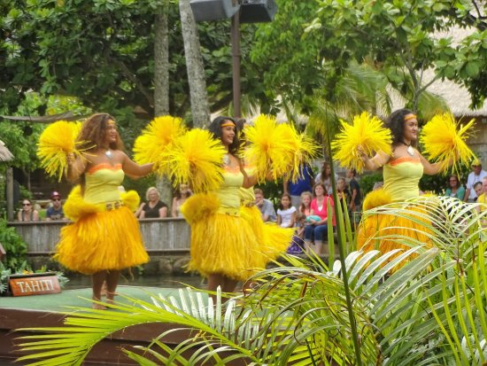 Discover Hawaii Tours: One of the floats in the Canoe Pageant